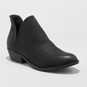 Nora V-cut Ankle Booties Black Size 9.5
